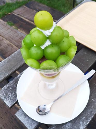 葡萄屋kofu ハナテラスcafe フルーツパフェ